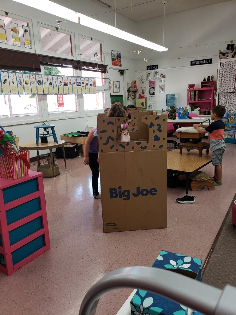 Building the castle from the box of the cool new chairs! It was a hit in TK2ROCKS!
